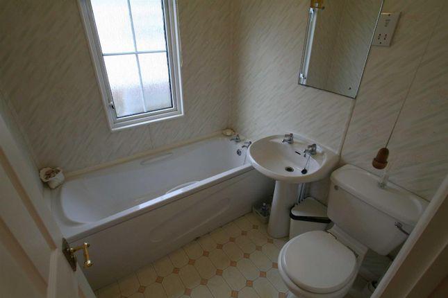 Bathroom of Mill Farm Park, Bulkington, Bedworth CV12
