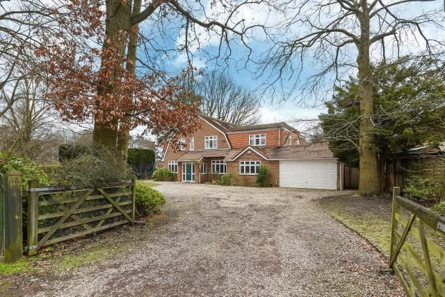 Thumbnail Detached house for sale in Pine Drive, Wokingham