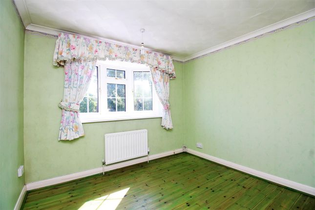 Bedroom of The Drive, Sidcup DA14