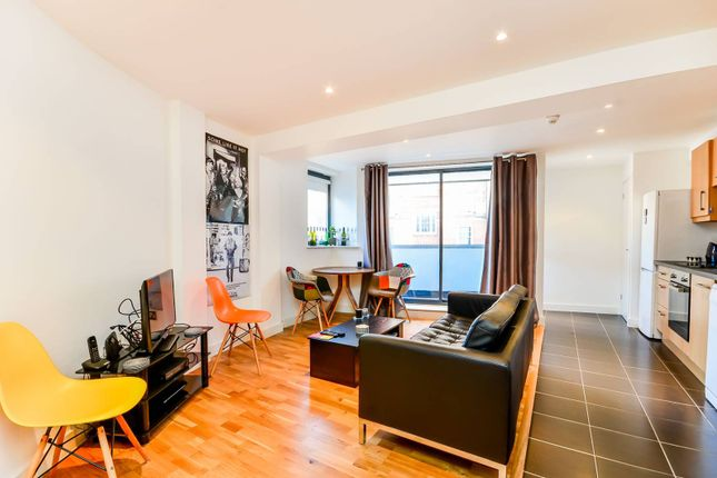 2 bed flat to rent in Crowndale Road, Camden