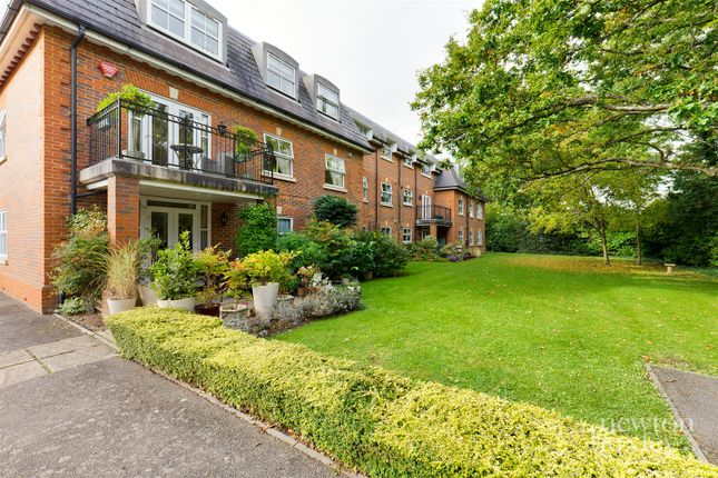 2 bed flat for sale in Church Road, Claygate, Esher KT10