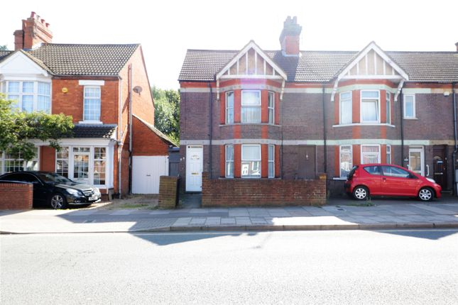 Thumbnail Semi-detached house to rent in Grange Ave, Luton