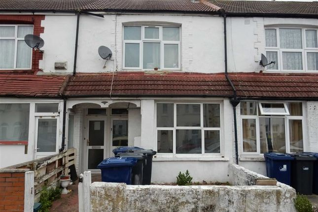 Thumbnail Maisonette to rent in Hammond Road, Southall, Middlesex