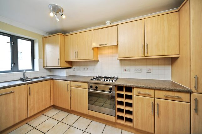 Thumbnail Flat to rent in Compass Point, Limehouse