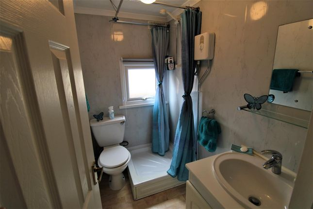Bathroom of Mill Farm Park, Bulkington, Bedworth CV12
