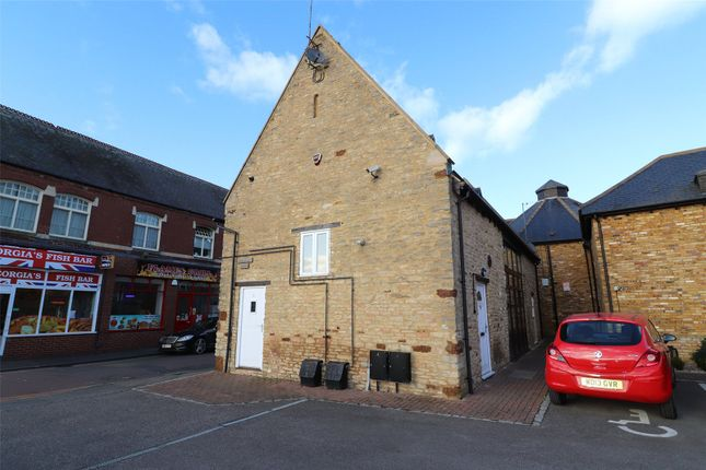 2 bed flat to rent in Westfield Mews, Higham Ferrers, Northamptonshire NN10