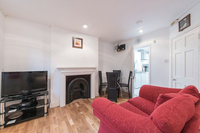 Thumbnail Flat to rent in Garden Flat, Northampton Park, London
