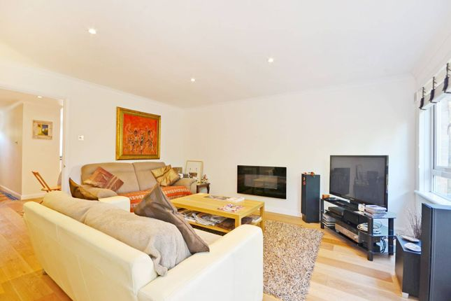 Thumbnail Maisonette to rent in Brecknock Road, Tufnell Park