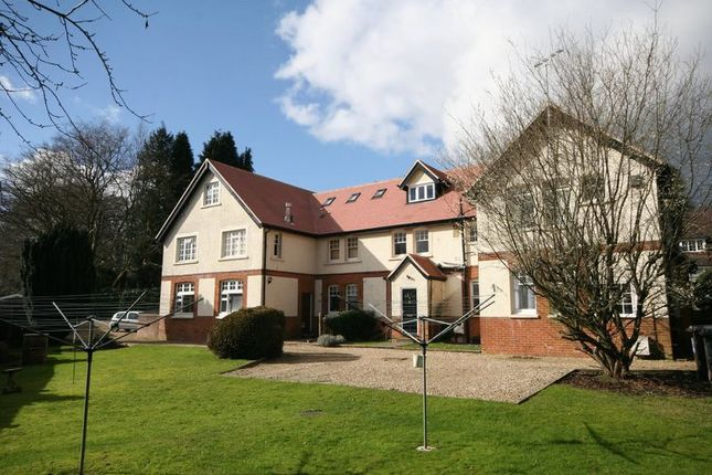 Thumbnail Flat to rent in The Crescent, Farnham