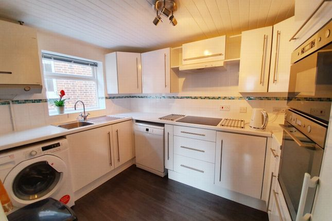 Flat to rent in Cromwell Avenue, Highgate
