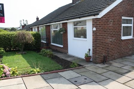 Thumbnail Bungalow to rent in Bromley Cross Road, Bolton