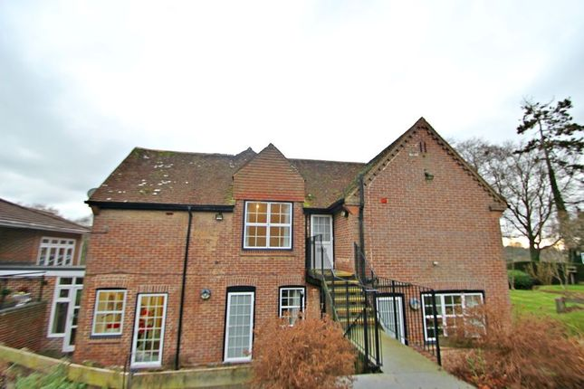 Thumbnail Flat to rent in Bourne Lane, Twyford, Winchester