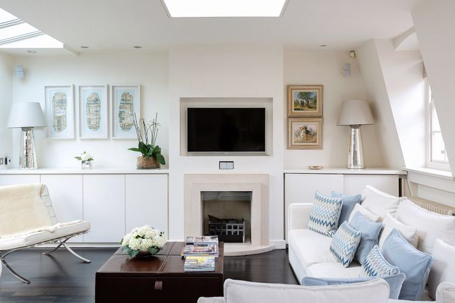 Thumbnail Town house to rent in Clabon Mews, London