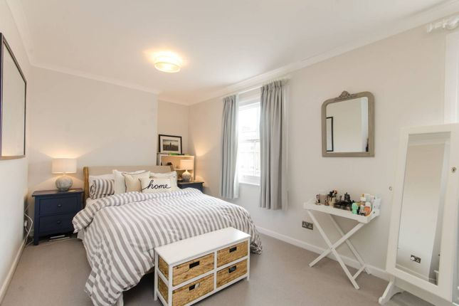 2 bed maisonette to rent in Lambourn Road, Clapham Old Town