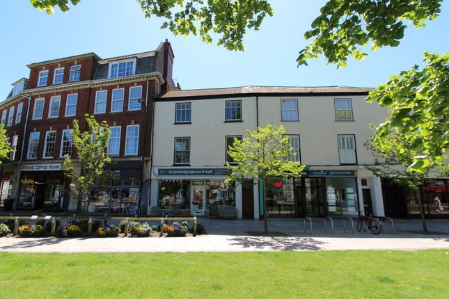 3 bed flat to rent in The Strand, Exmouth