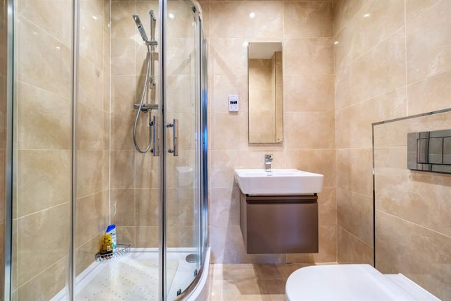 En Suite Shower of Deans Wharf, Deans Lane, Thelwall WA4