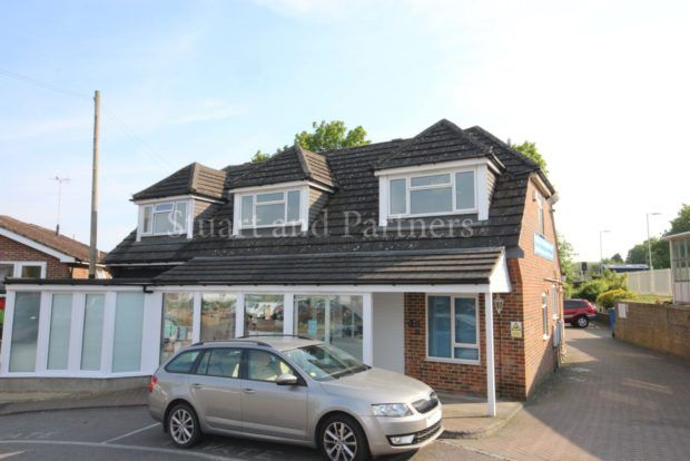 Thumbnail Flat to rent in Station Approach East, Hassocks