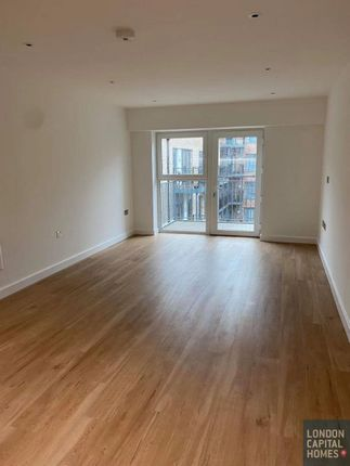 2 bed flat to rent in Fairbank House, 13 Beaufort Square, London NW9