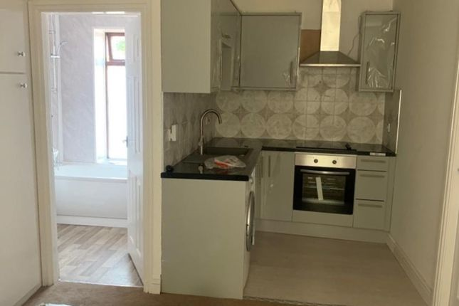 Thumbnail Flat to rent in Glodwick Road, Oldham
