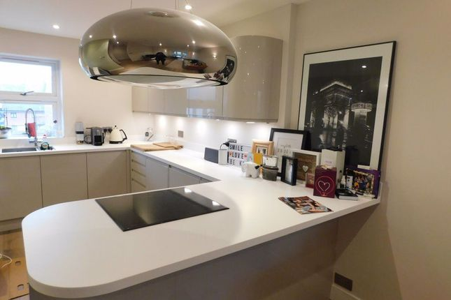 Find 1 Bedroom Flats And Apartments To Rent In Morden Zoopla
