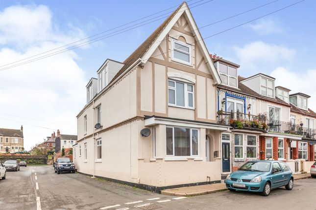 2 bed flat for sale in Pavilion Road, Gorleston, Great Yarmouth NR31