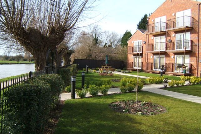 Thumbnail Flat to rent in Fen View Court, Cambridge