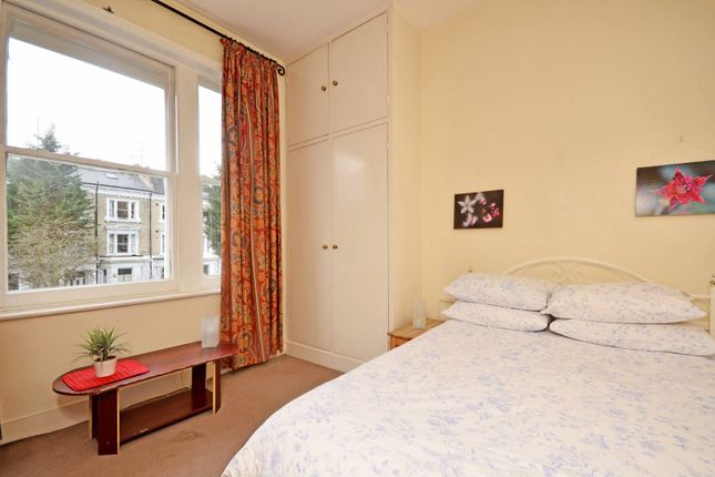 Thumbnail Flat to rent in Elsham Road, Holland Park