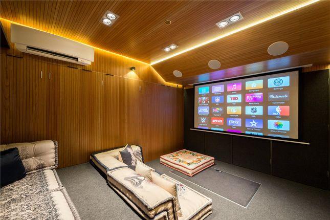 6 bed terraced house for sale in britton street - Sala de cine en casa ...