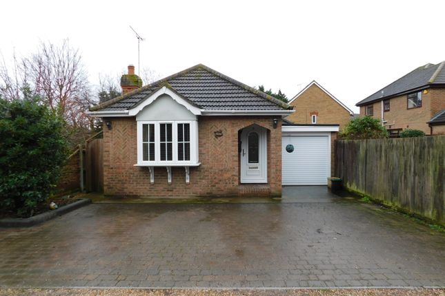 2 bed detached bungalow to rent in Ray Close, Canvey Island SS8