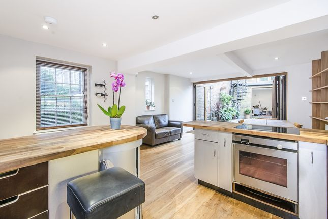 Thumbnail Detached house to rent in Clapham Common North Side, Clapham, London