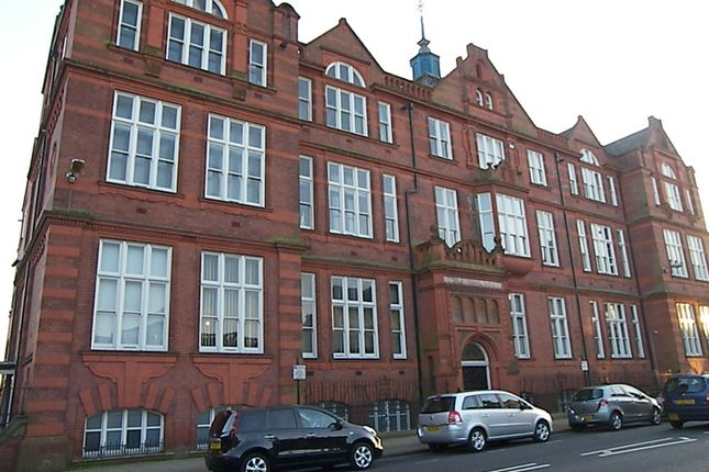 Thumbnail Flat to rent in Great Moor Street, Bolton