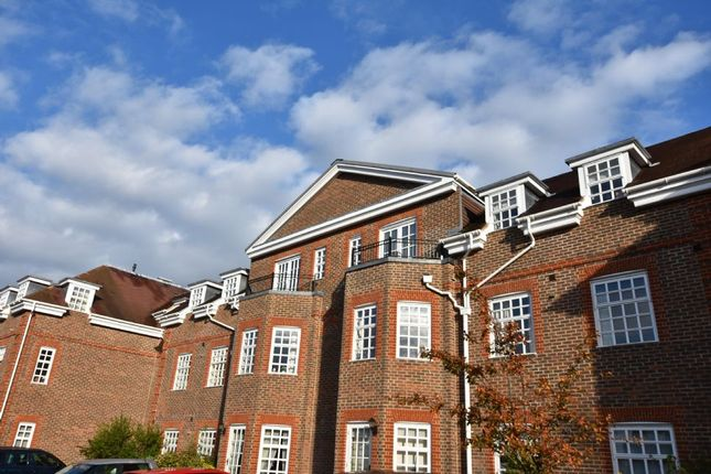 2 bed flat for sale in 15 Ravens Court, Castle Village, Berkhamsted, Hertfordshire