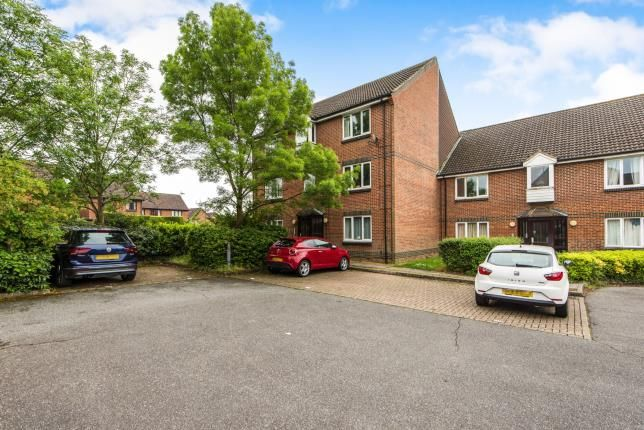 Thumbnail Flat for sale in Guildford, Surrey