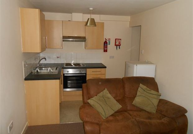 Thumbnail Room to rent in St Helens Road, Central, Swansea, West Glamorgan.