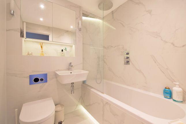 Bathroom of Kendal Steps, London W2