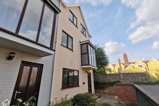 3 bed town house to rent in Damocles Court, Norwich NR2