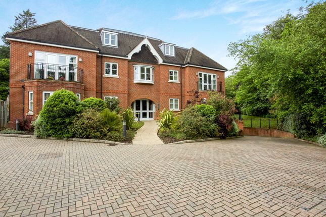 Thumbnail Flat to rent in Snows Ride, Windlesham