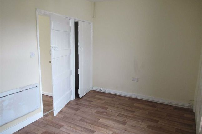 Thumbnail Flat to rent in Flat 1, 5, Bank Street, Llanfyllin, Powys
