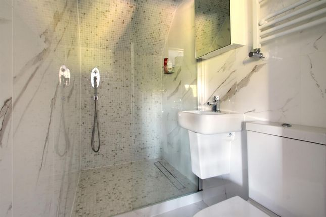 En Suite of Red Lane, Oxted RH8