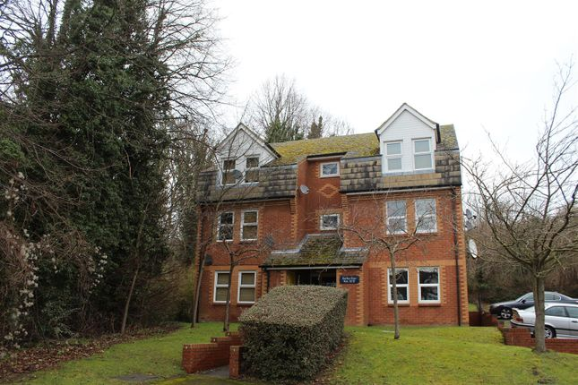 Thumbnail Flat to rent in Birches Rise, West Wycombe Road, High Wycombe