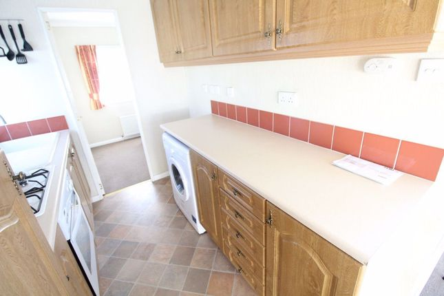Thumbnail Bungalow to rent in Westbourne Mobile Home Park, Nursery Road, Luton