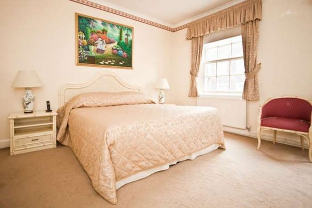 Thumbnail Flat to rent in Chesterfield St, Mayfair