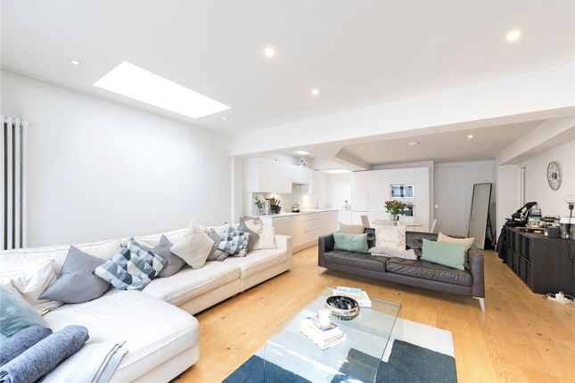 2 bed flat for sale in Comyn Road, London SW11