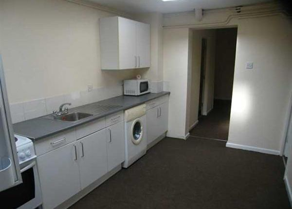 Thumbnail Flat to rent in Oakfield Street, Lincoln