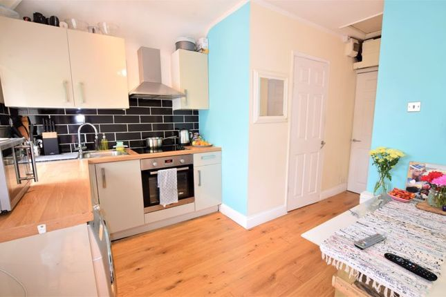 Thumbnail Flat for sale in Buckingham Crescent, Bicester