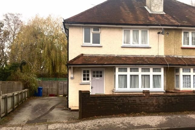 3 bed property to rent in Union Street, Farnborough GU14