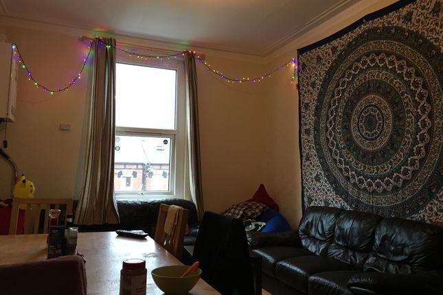 Thumbnail Duplex to rent in Hyde Park Road, Hyde Park, Leeds