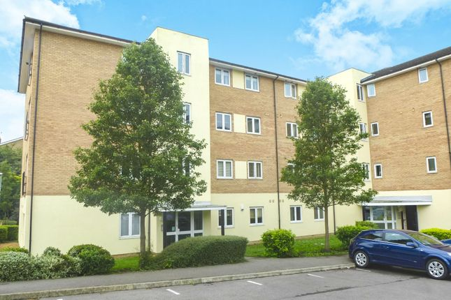 Thumbnail Flat for sale in Waterfall Close, Hoddesdon