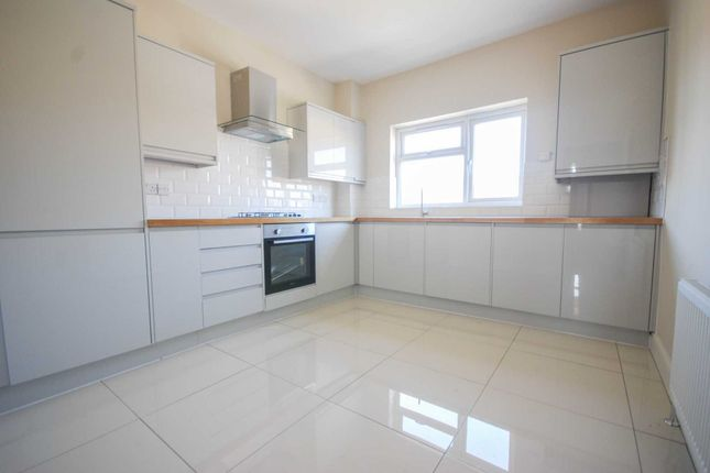 Thumbnail Flat for sale in Claude Road, London