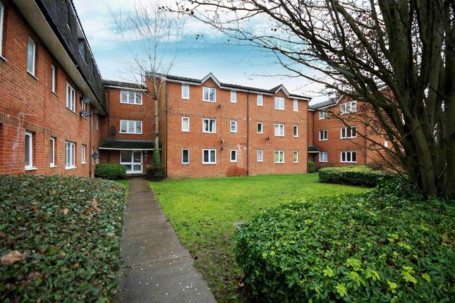 Flat for sale in Southwold Road, Watford